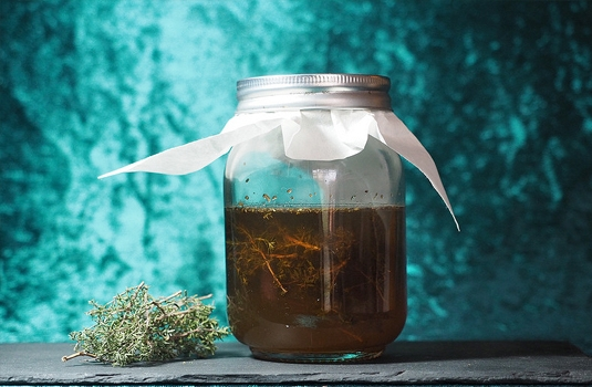 Oximel - ancient recipe with thyme, apple cider vinegar and honey