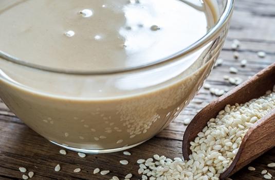 Колко полезен е сусамовият тахан? За какво помага и как да го консумираме?