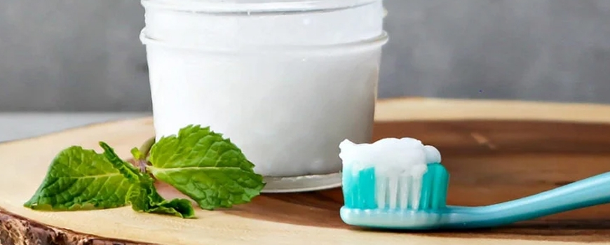 Homemade toothpaste with soda, diatomaceous earth, white clay and sage